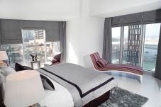 Apartamento en Dubai - Waterfront suite at iconic tower