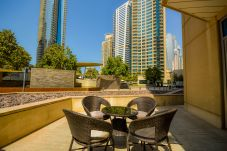 Apartamento en Dubai - Lovely and bright 1 Bedroom with Patio