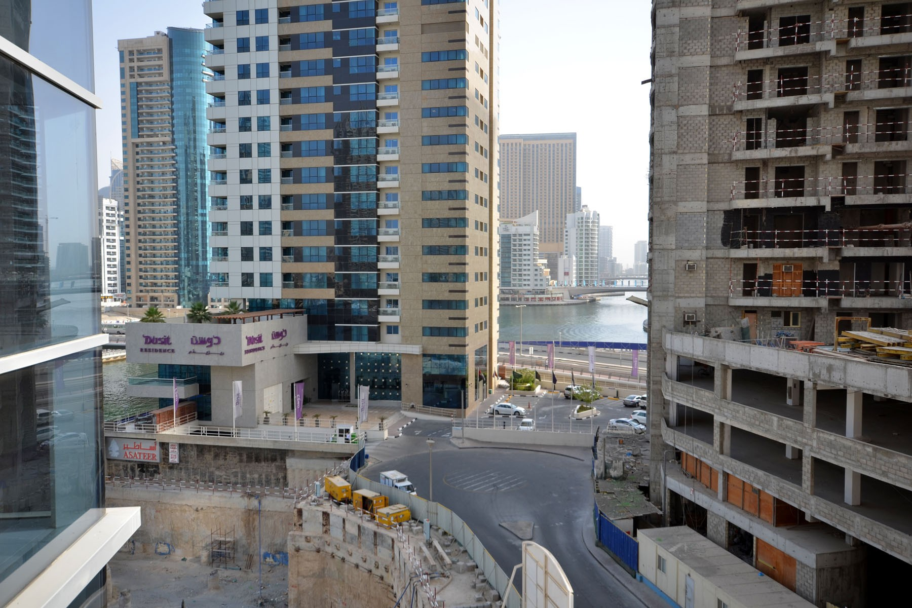 Pool front 1br apt on the marina - Apartments in Dubai
