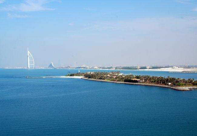 Apartment in Dubai - Palm Jumeirah Beach apartment with full sea views