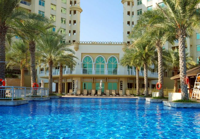 Enjoy a swim at your Holiday Rentals in Dubai