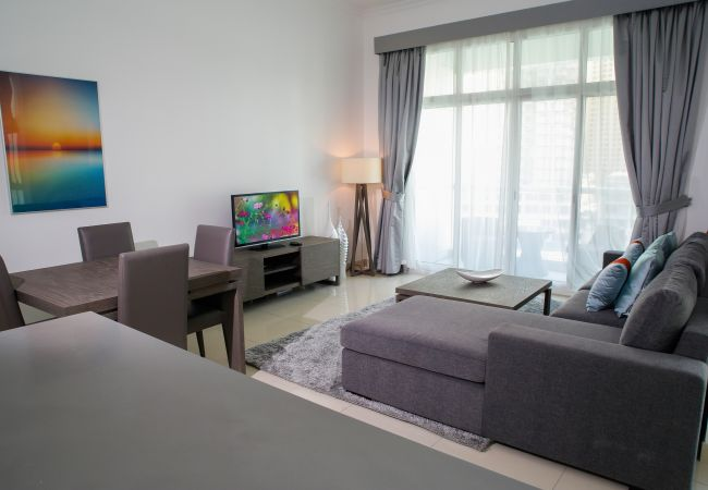Apartment in Dubai - Large 1br right on the water