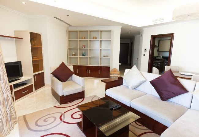 Apartment in Dubai - 5 star Residence with private beach on Palm island