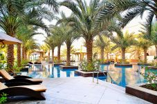 Apartment in Dubai - 5 star Residence with private beach on...
