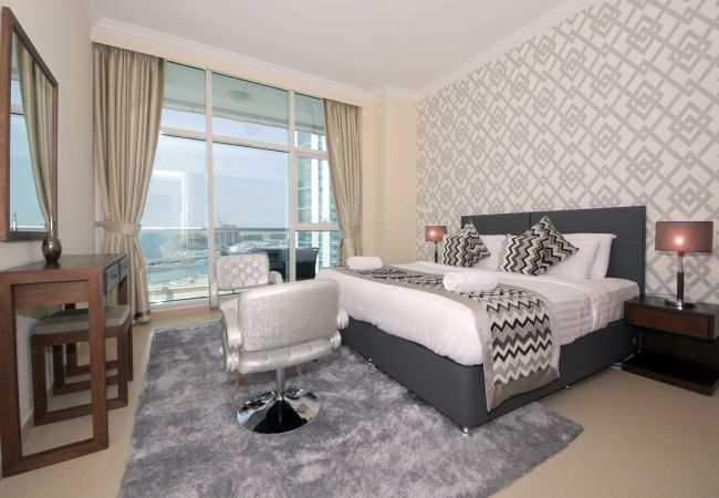 Apartment in Dubai - Exquisite 3 Bedroom right on the water and beach