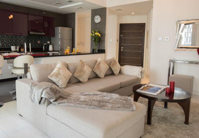 Apartment in Dubai - Contemporary apartment in Cayan