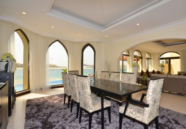 Villa in Dubai - Luxurious Palm Island Villa w/ Private Pool and Beach