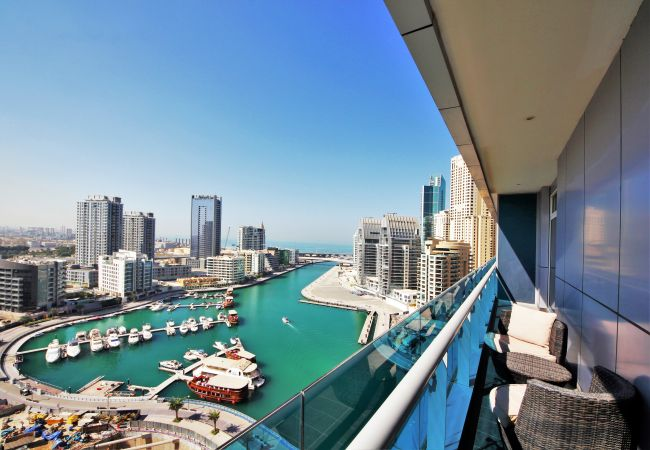 Apartment in Dubai - High-rise waterfront short term rental in Marina