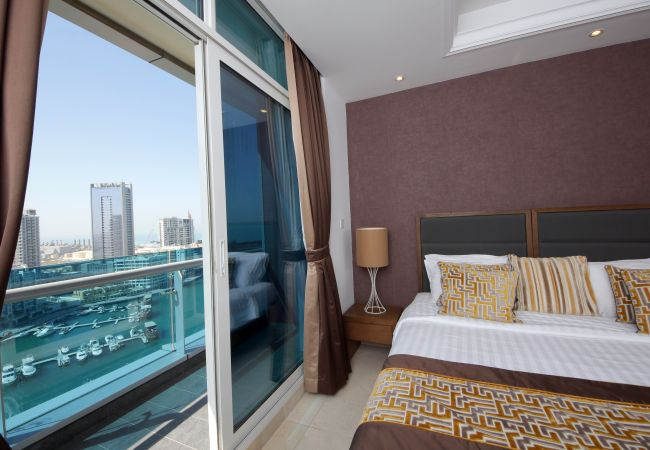 Apartment in Dubai - Eye-catching waterfront short term rental in Marina
