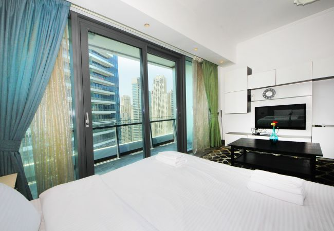 Apartment in Dubai - Waterfront studio with style in Silverene Tower