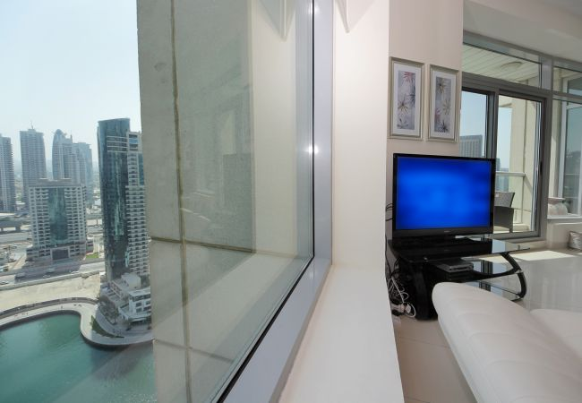 Apartment in Dubai - Luxurious and bright 2BR with Full Marina view