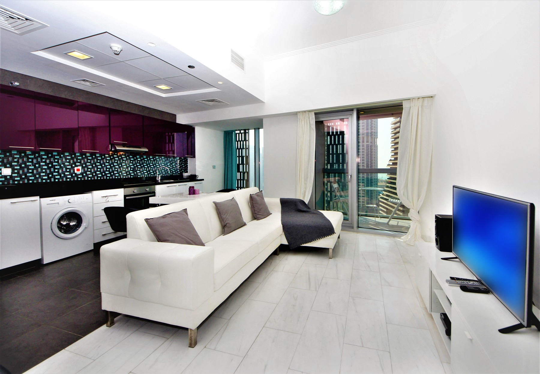 Dubai Holiday Rentals At Cayan Tower With Hometown