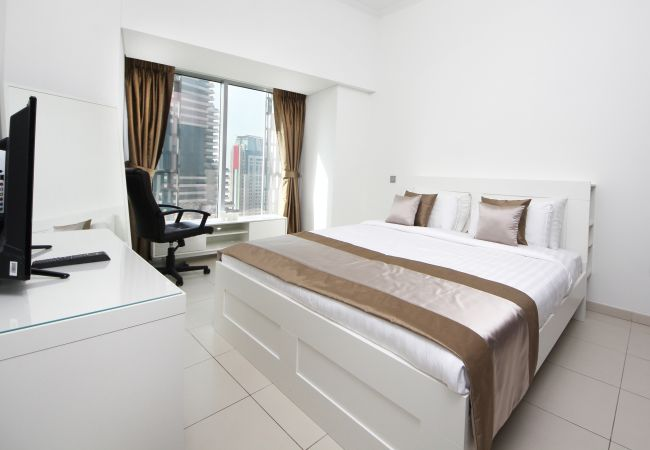 Apartment in Dubai - Cayan Tower Holiday Rental with Amazing Views