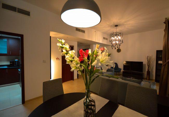 Apartment in Dubai - Nice & Cosy, 2 Bedroom Apartment in JBR