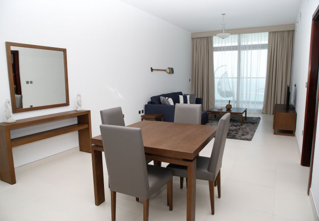 Apartment in Dubai - Amazing 1BR with a Great Sea View