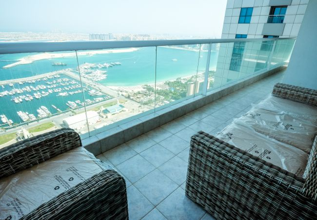 Apartment in Dubai - Stylized 3br apt. with a Full Sea View