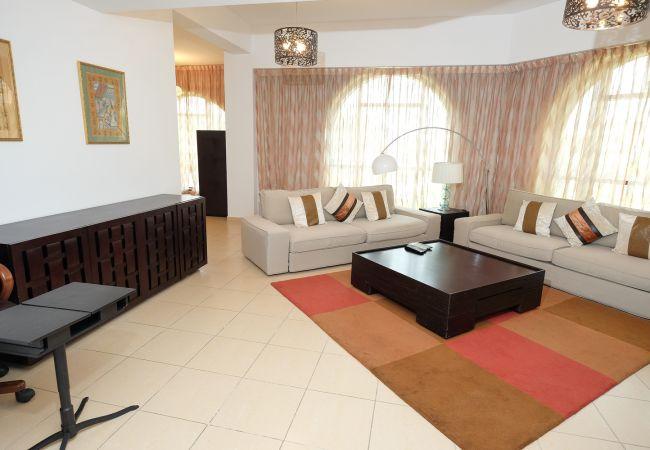 Apartment in Dubai - Chic 2BR Next to the Beach
