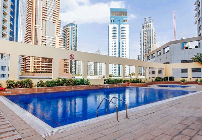 Apartment in Dubai - Modern Studio Holiday Apartment with Dubai Eye and sea views
