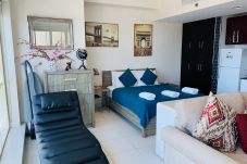 Studio in Dubai - Modern Studio Holiday Apartment with...