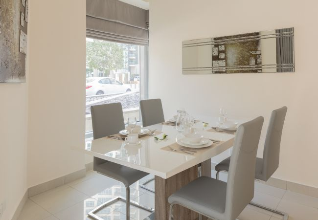 Apartment in Dubai - Lovely and bright 1 Bedroom with Patio