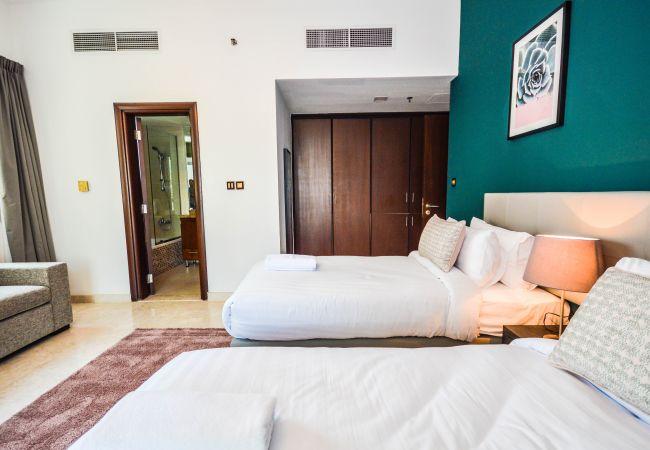Apartment in Dubai - Extra spacious 3-bedroom in Dubai Marina