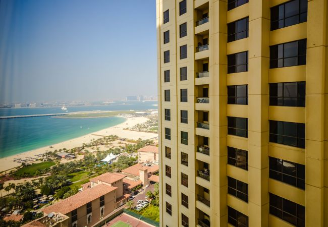 Apartment in Dubai - Wondrous 3 Bed Apartment in JBR with Sea View