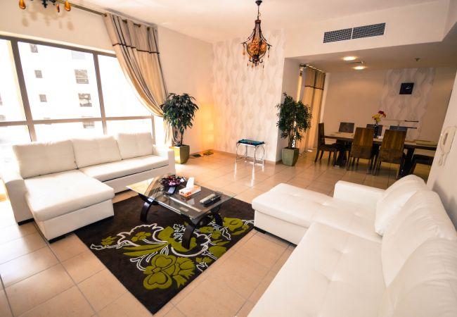Apartment in Dubai - Stylish 3 Bedroom Apartment, Beachfront