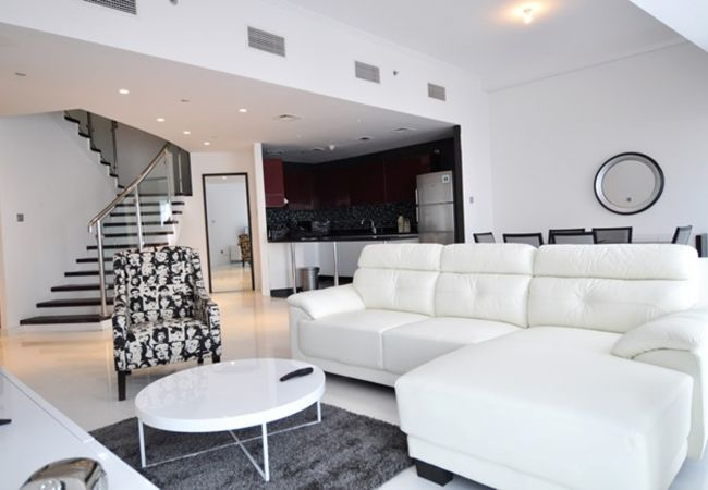 Apartment in Dubai - Captivating 2 BR with Stunning Views