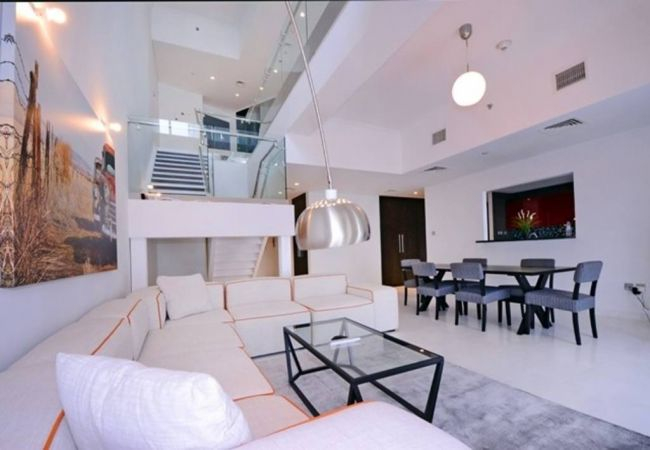 Apartment in Dubai - Luxurious & Stylish 3BR w/ Amazing View