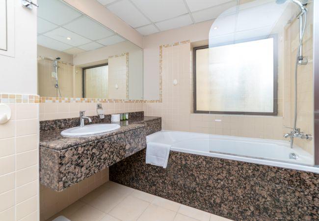 Apartment in Dubai - Relax in a short term rental apartment by the beach