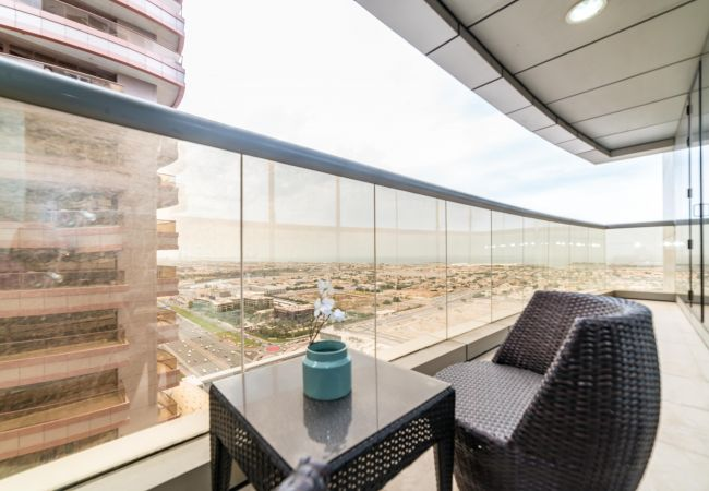 Apartment in Dubai - Large 3 Bedroom Apt. in MBK Tower, Sheikh Zayed road